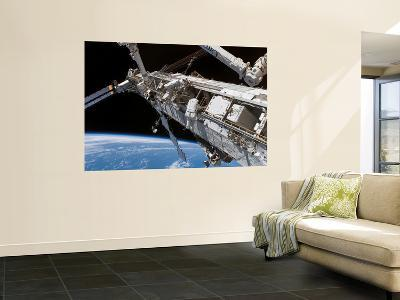 STS-118 Astronaut, Construction and Maintenance on International Space Station August 15, 2007--Giant Art Print