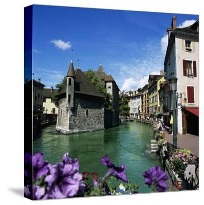 Canal and Palais De L`Ile, Annecy, Lake Annecy, Rhone Alpes, France, Europe