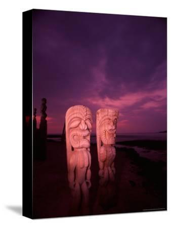 Statues, Hawaii, USA