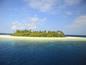 Baughagello Island, South Huvadhoo Atoll, Southern Maldives, Indian Ocean by Stuart Westmorland