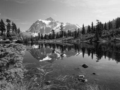 Mt Shuksan with Picture Lake, Mt Baker National Recreation Area, Washington, USA