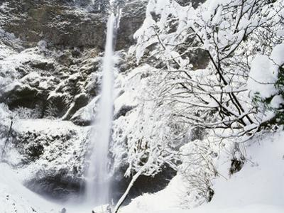 View of Multonmah Falls in Winter, Columbia Gorge Scenic Area, Oregon, USA