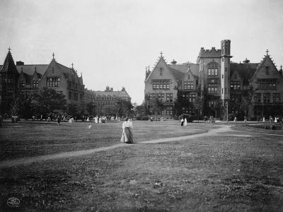 Students at University of Chicago Campus--Photographic Print