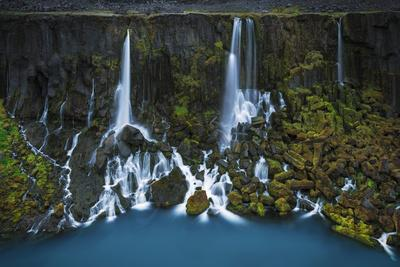 https://imgc.artprintimages.com/img/print/stunning-summer-landscape-of-the-volcanic-highlands-in-iceland_u-l-q1bawfp0.jpg?p=0
