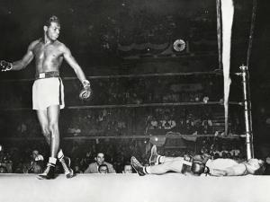 Sugar Ray Robinson, Knocked Out Filipino Flashy Sebastian in the First Round