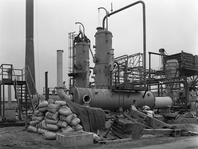 https://imgc.artprintimages.com/img/print/sulphur-recovery-plant-under-construction-at-the-coleshill-gas-works-warwickshire-1962_u-l-q10m6ao0.jpg?p=0