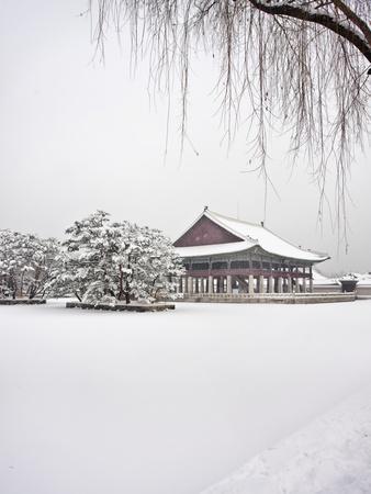 Gyungbok royal Palace under snow