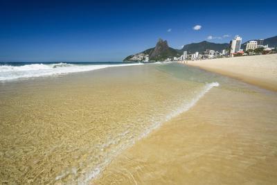 https://imgc.artprintimages.com/img/print/sunny-day-in-ipanema-beach-rio-de-janeiro-brazil_u-l-q1gx3cb0.jpg?p=0