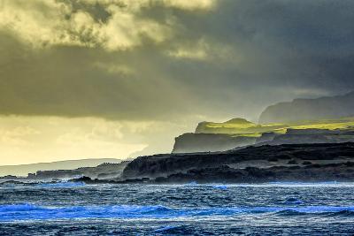 Sunrise at Kawaaloa Bay Looking at North Shore Cliffs-Richard A. Cooke Iii.-Photographic Print