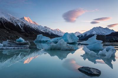 https://imgc.artprintimages.com/img/print/sunrise-at-tasman-glacier-river_u-l-q10ciz90.jpg?p=0