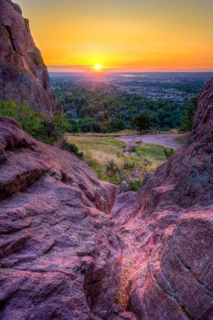 https://imgc.artprintimages.com/img/print/sunrise-over-boulder-co_u-l-q15p3gv0.jpg?p=0
