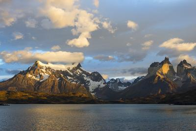 Sunrise over Cuernos Del Paine and Lago Pehoe-G & M Therin-Weise-Photographic Print