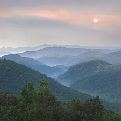 https://imgc.artprintimages.com/img/print/sunrise-over-pisgah-national-forest-from-blue-ridge-parkway-north-carolina-usa_u-l-q13ctwi0.jpg?p=0