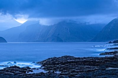 https://imgc.artprintimages.com/img/print/sunrise-shoreline-view-along-kalawao-looking-to-north-shore-cliffs-molokai-hawaii_u-l-pwd56b0.jpg?p=0