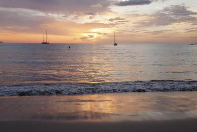 https://imgc.artprintimages.com/img/print/sunset-at-playa-de-las-vistas-beach-los-cristianos-canary-islands_u-l-q12s7y40.jpg?p=0