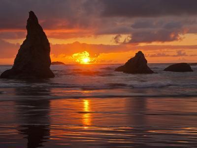 Sunset, Bandon Beach, Oregon, USA-Cathy & Gordon Illg-Photographic Print