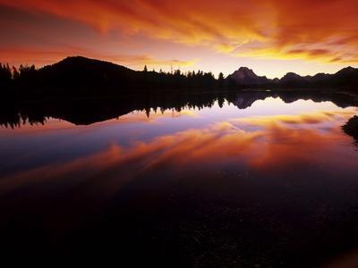 https://imgc.artprintimages.com/img/print/sunset-in-the-teton-range_u-l-pzlohe0.jpg?p=0