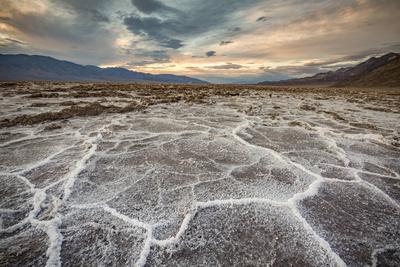 https://imgc.artprintimages.com/img/print/sunset-landscape-at-badwater-basin-death-valley-national-park-inyo-county-california-usa_u-l-q1bpne00.jpg?p=0