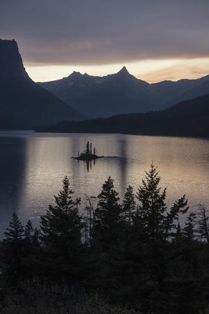 https://imgc.artprintimages.com/img/print/sunset-over-saint-mary-s-lake-in-montana-s-glacier-national-park_u-l-q13htp50.jpg?p=0