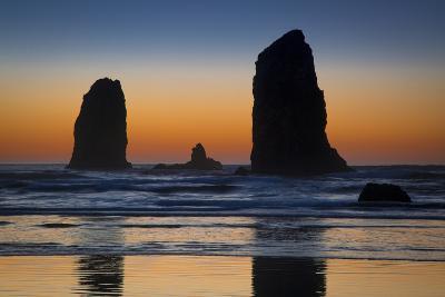 Sunset over Seastack Near Haystack Rock, Cannon Beach, Oregon, USA-Brian Jannsen-Photographic Print