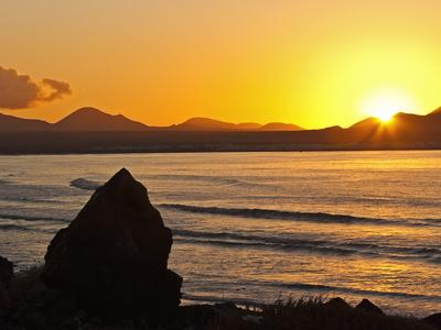 https://imgc.artprintimages.com/img/print/sunset-over-the-bay-at-famara-lanzarote-s-finest-surf-beach-canary-islands_u-l-pfmq960.jpg?p=0