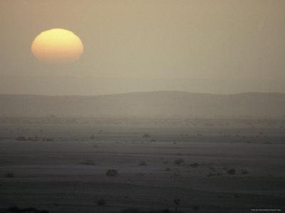 https://imgc.artprintimages.com/img/print/sunset-over-the-blistering-namib-the-world-s-oldest-desert_u-l-p2yjhp0.jpg?p=0