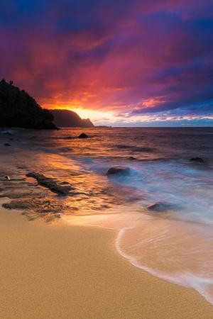 https://imgc.artprintimages.com/img/print/sunset-over-the-na-pali-coast-from-hideaways-beach-princeville-kauai-hawaii_u-l-q130g5n0.jpg?p=0