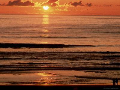 https://imgc.artprintimages.com/img/print/sunset-over-water_u-l-p4vew80.jpg?p=0