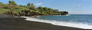 Surf on the Beach, Black Sand Beach, Maui, Hawaii, USA