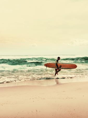 https://imgc.artprintimages.com/img/print/surfer-with-desc_u-l-f9jzs60.jpg?p=0