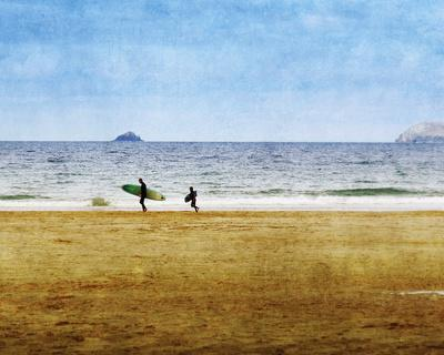 https://imgc.artprintimages.com/img/print/surfing-away_u-l-f8x4db0.jpg?p=0