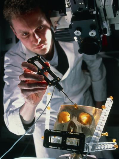 Surgeon Aligns MAGI Virtual Reality Microscope-Geoff Tompkinson-Photographic Print