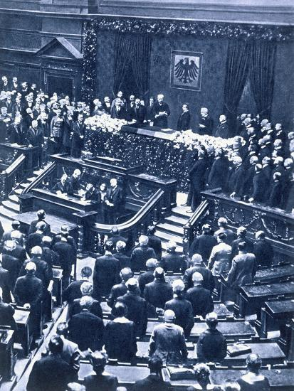 Swearing-in ceremony of President Field Marshal von Hindenburg, Berlin, 12th May, 1925-Unknown-Photographic Print