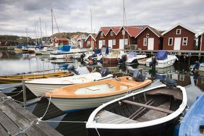 https://imgc.artprintimages.com/img/print/sweden-bohuslshn-fishing-settlement-rshnnshng-harbour-boats-houses_u-l-q11vuou0.jpg?p=0