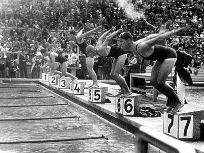 https://imgc.artprintimages.com/img/print/swimming-competition-at-berlin-olympic-games-in-1936-here-swimmers-diving-in-swimmming-pool_u-l-pwgk240.jpg?p=0
