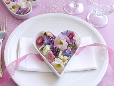 https://imgc.artprintimages.com/img/print/table-decorations-wedding-heart-blossoms_u-l-q11yu7b0.jpg?p=0