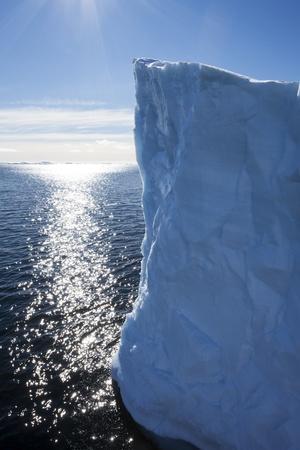 https://imgc.artprintimages.com/img/print/tabular-iceberg-antarctica_u-l-pzmckd0.jpg?p=0