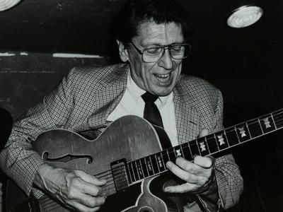 https://imgc.artprintimages.com/img/print/tal-farlow-playing-the-guitar-at-the-bell-codicote-hertfordshire-18-may-1986_u-l-q10m72s0.jpg?p=0