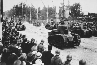 Tanks in the Great Victory Parade, Paris, France, 14 July 1919--Giclee Print