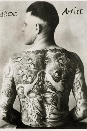 https://imgc.artprintimages.com/img/print/tattooed-man-new-york_u-l-ppl7ve0.jpg?p=0