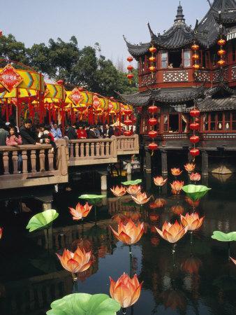 https://imgc.artprintimages.com/img/print/tea-house-in-shanghais-yuyuan-garden-during-chinese-new-year_u-l-p3qy150.jpg?p=0