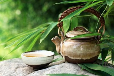 https://imgc.artprintimages.com/img/print/teapot-and-cups-on-stone-with-bamboo-leaves_u-l-q1044r40.jpg?p=0