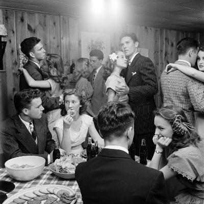 Teenagers Dancing and Socializing at a Party-Nina Leen-Photographic Print