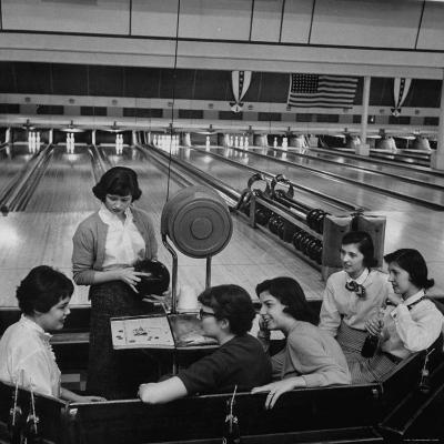 Teenagers Spending Allowance on Bowling-Nina Leen-Photographic Print