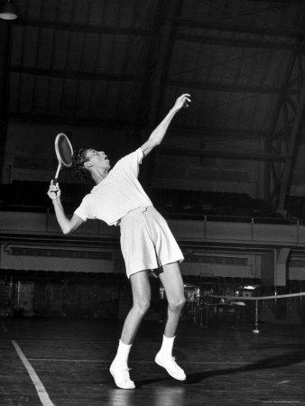 https://imgc.artprintimages.com/img/print/tennis-player-althea-gibson-serving-the-ball-while-playing-tennis_u-l-p47qda0.jpg?p=0