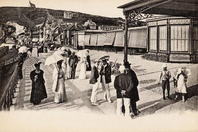Terrasse Du Casino, Étretat, 1900--Giclee Print