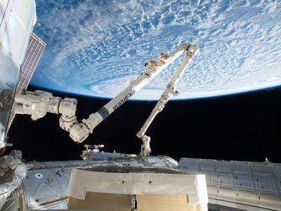 Flying a Practice Grapple on the Stationary Iss