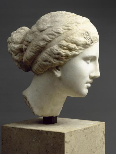 """Tête féminine : tête de l'Aphrodite de Cnide, dite """" Tête Kaufmann """"--Giclee Print"""