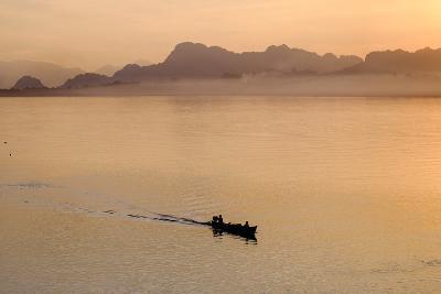 Than Lwyn (Salouen) River, Hpa An, Kayin State (Karen State), Myanmar (Burma), Asia-Nathalie Cuvelier-Photographic Print