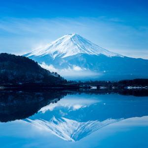 Fuji San Reflection, Kawaguchiko Lake by Thanapol Marattana